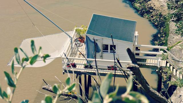 """Carrelet"" fishing hut at Meschers sur Gironde - ©P.Migaud / FDHPA17"