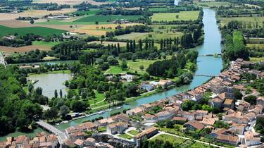 View over the Charente at Saint Savinien - ©FDHPA17