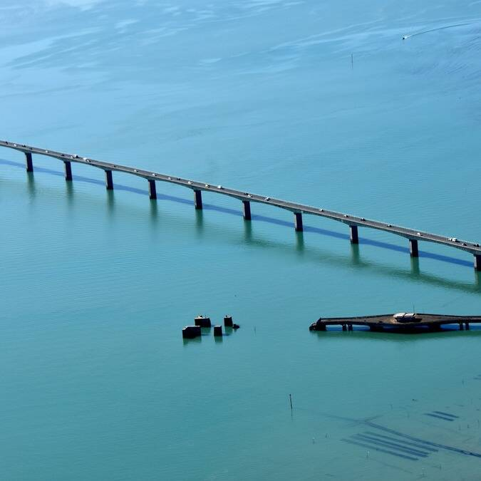 The Oléron Bridge and the oyster beds © FDHPA 17